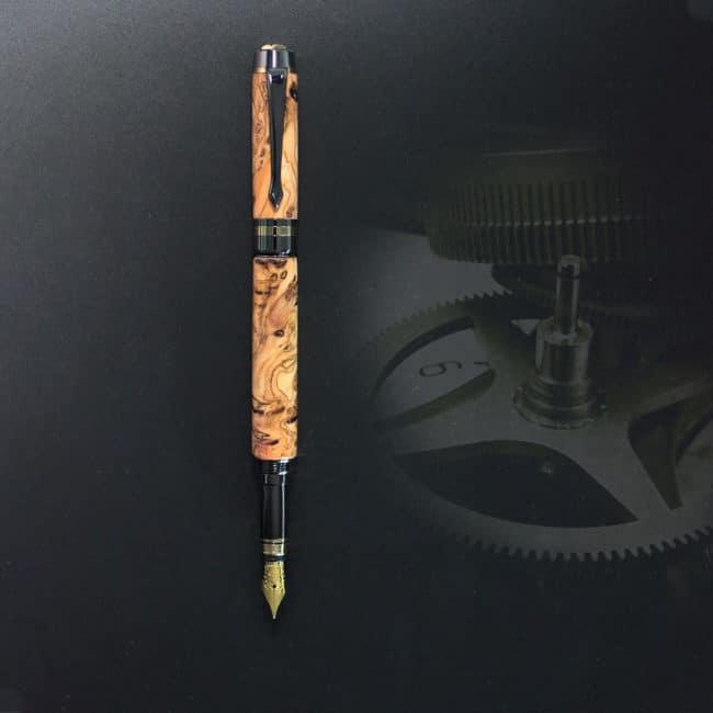 Füllfederhalter aus Wild-Olivenholz Maser – Gold & Bronze Gerät